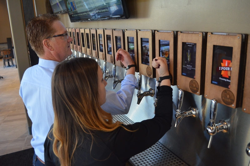Employees training on the use of the ipourit self-serving beer stations